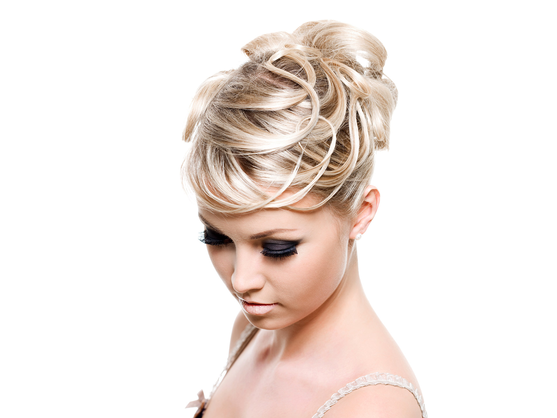 coiffure chignon comment y parvenir sans prise de t te. Black Bedroom Furniture Sets. Home Design Ideas